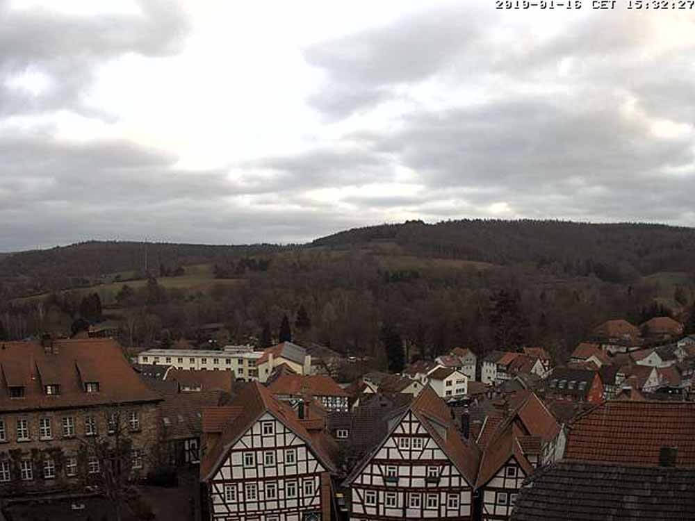 Blick von der Webcam über den Schlitzer Marktplatz im Januar 2019. Aktuell ist das Schlitzerland schneefrei.