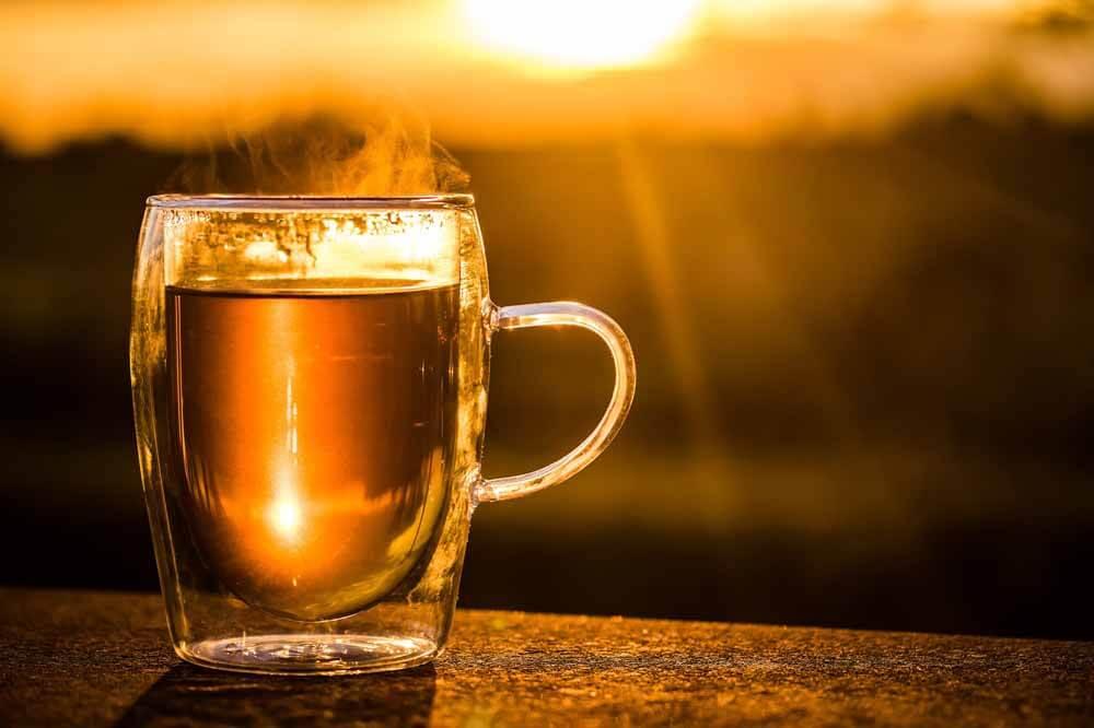 ein-heißer-Tee-schmeckt-besonders-gut-an-kalten-Herbsttagen_ferienwohnung-schlitz.de