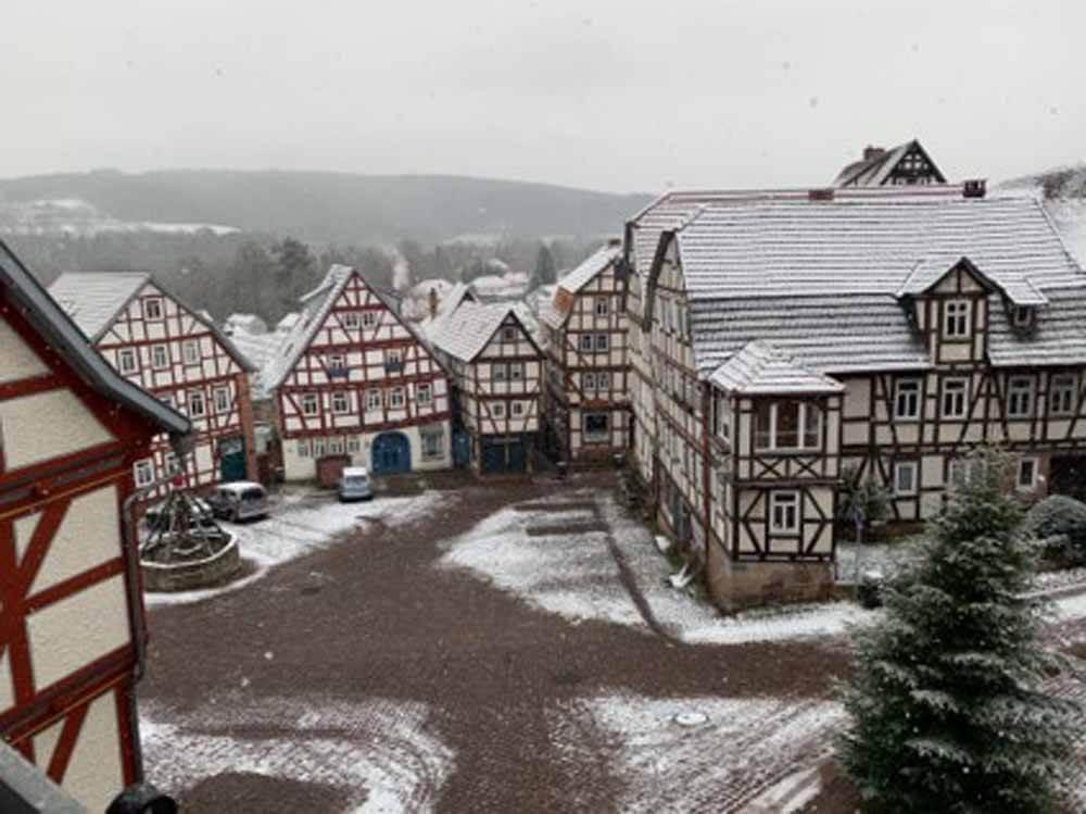 Blick auf den Marktplatz von der Webcam am Rathaus_Ferienwohnung Jungblut in Schlitz (Fachwerkhaus rechts Seite, hinten rechts)