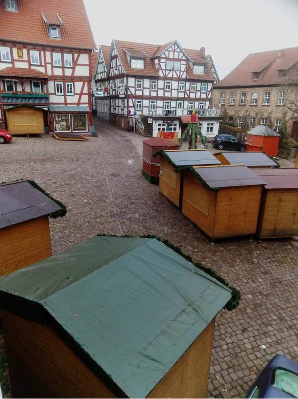blick-aus-der-ferienwohnung-jungblut_Marktplatz-schlitz_weihnachtsmarkt